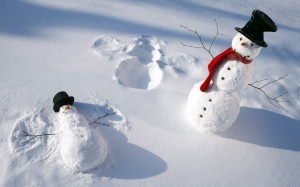 11380_funny-snowmen-play-in-the-snow-hd-white-winter-wallpaper